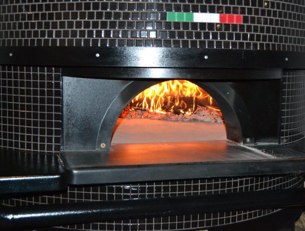 Piec drzewny Pizzeria Tutto Bene